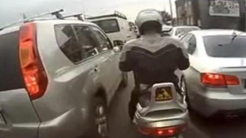 """Nie ma rękawic, ani odzieży ochronnej. Za kilka tygodni będziemy go """"obrysowywać"""" - mówią policjanci z drogówki, którzy jeżdżą do wypadków z udziałem motocyklistów. - Właśnie zaczął się """"sezon""""."""