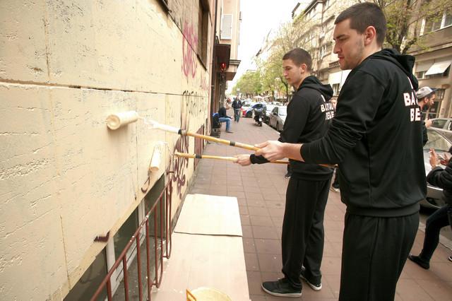 Košarkaši Dinamika kreče zid i ulepšavaju Jevremovu ulicu
