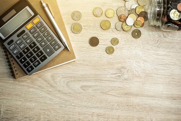 Dyrektor Izby Skarbowej w Warszawie uznał, że nie ma przepisu, który umożliwiałby dowolne przypisanie kosztów do poszczególnych lat podatkowych na podstawie zawartej umowy