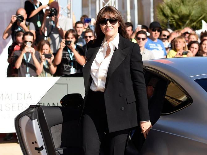 Monika je stigla u Španiju, skinula odelo i obukla haljinu u kojoj je izgledala SENZACIONALNO!