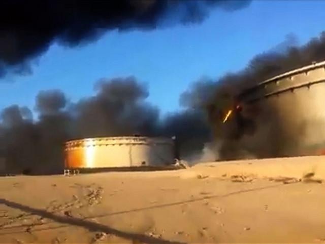 "Zapaljen naftni terminal u Al Sidri u ""libijskom naftnom polumesecu"" u januaru 2016."