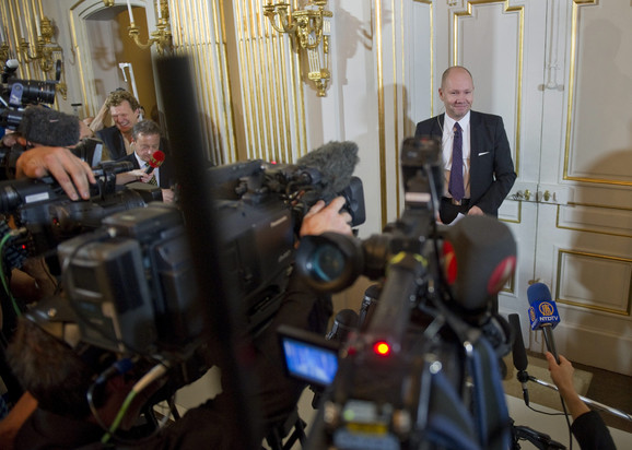 Sekretar Švedske akademije nauka Peter Englund u ternutku saopštavanja vesti da je Transtremer dobitnik Nobelove nagrade