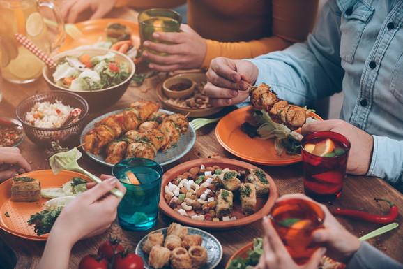 Izobilje hrane i pića kako bi cela godina bila takva