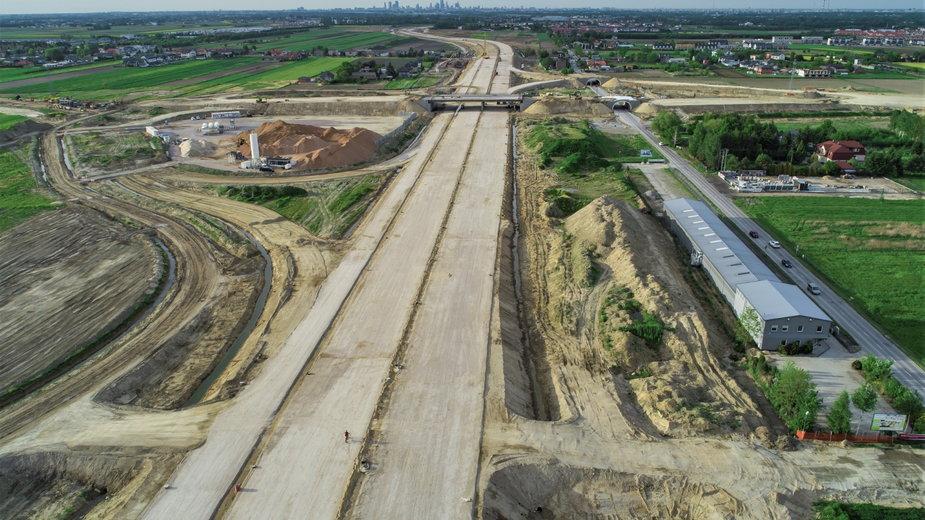 Obecnie trwają prace na odcinku między węzłami Lesznowola a Okęcie