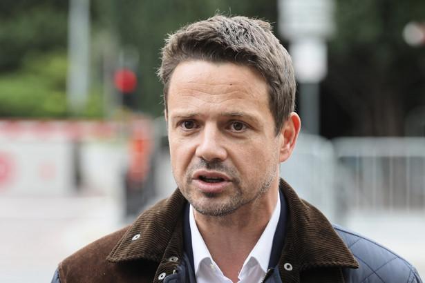 Poseł Platformy Obywatelskiej, kandydat na prezydenta stolicy Rafał Trzaskowski podczas konferencji prasowej przed Sejmem.