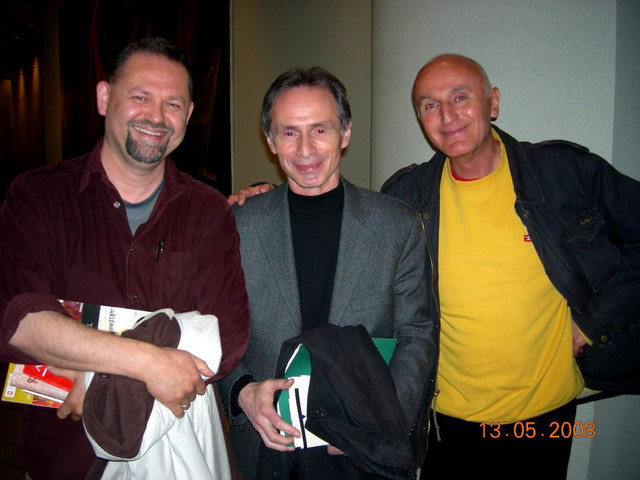 Sa nekadašnjim školskim drugom i di-džejom Davidom Albaharijem