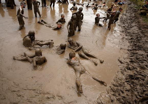 Vestlend, Mičigen, i tradinionlano valjanje u blatu