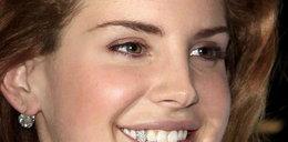 """Wstawiła sobie """"diamentowy"""" ząb"""