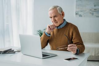 Pracujący emeryci przez pandemię tracą pracę częściej niż inni