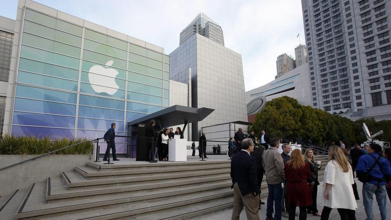 Kilka dni po barcelońskich targach MWC, Apple urządziło własny pokaz. Koncern przedstawił na niej nową odmianę MacBooka i swój smartwatch