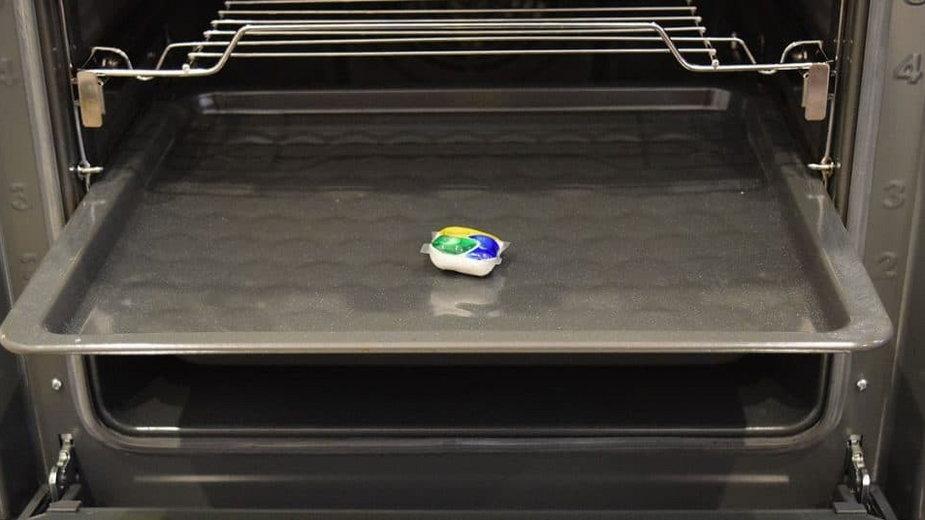 Tabletka od zmywarki do czyszczenia piekarnika
