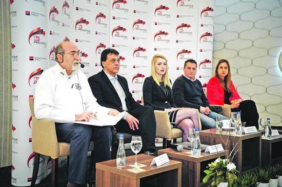 Učesnici panela Aleksandar Gračanac (PKS), Biljana Pešić (Sosijete ženeral), Bratislav Zlatanović (Bland) i Milica Zatezalo (Ministarstvo privrede) sa moderatorom Milanom Ćulibrkom