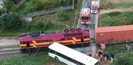 Groźny wypadek w Wielkopolsce. Autobus zderzył się z pociągiem. Ranne dzieci!