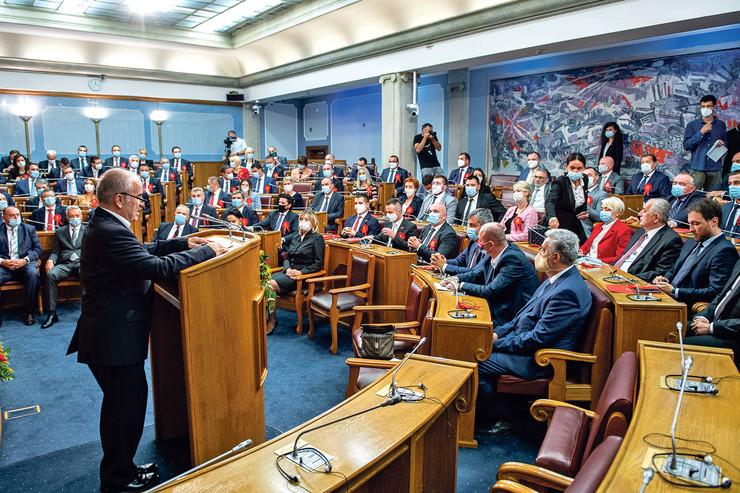 Sednici skupštine prisustvovali su svi izabrani poslanici