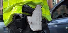 Policjant stracił broń podczas zatrzymywania złodzieja. Wpadła mu do auta