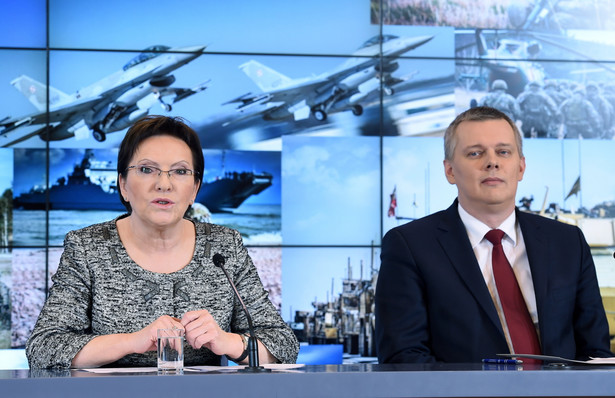 Zgodnie z przyjętym przez Radę Ministrów projektem ustawy o o zmianie ustawy o przebudowie i modernizacji technicznej oraz finansowaniu Sił Zbrojnych Rzeczypospolitej Polskiej oraz ustawy o finansach publicznych zwiększający wydatki na wojsko i obronę, minimum środków przeznaczonych na te cele wzrośnie od 2016 r. do 2 proc. PKB. Daje to wojsku dodatkowe 800 mln zł. Według słów szefa MON, Tomasza Siemoniaka zapewni to stabilność finansową i pozwoli na stworzenie projektów modernizacji armii. Jak wykorzystane zostaną te środki?