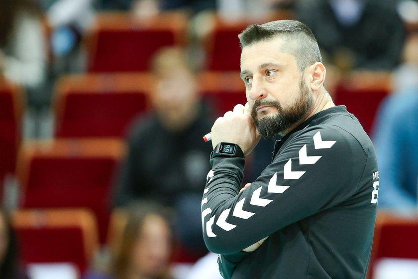 Trener siatkarzy MKS-u Będzin Jakub Bednaruk (44 l.) został włączony do składu prowadzonej przez siebie drużyny.