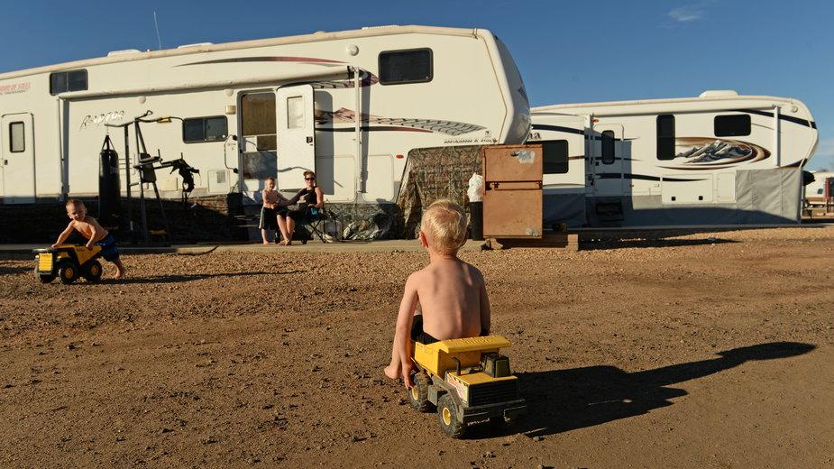Rodzina Morrisonów z Arizony zamieszkała w kamperze w Kolorado. Fot. Getty Images, RJ Sangosti