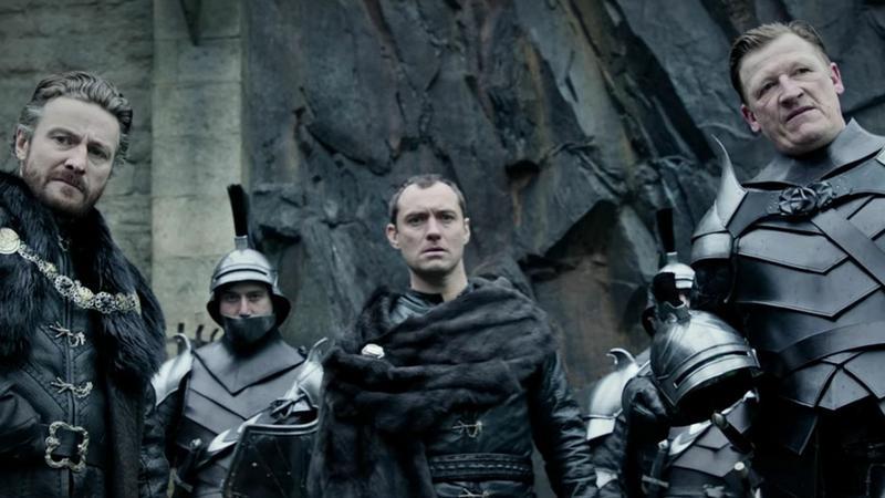 """""""Król Artur: legenda miecza"""""""