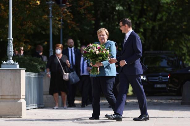 Prezes Rady Ministrów Mateusz Morawiecki (P) oraz kanclerz Republiki Federalnej Niemiec Angela Merkel (2P)