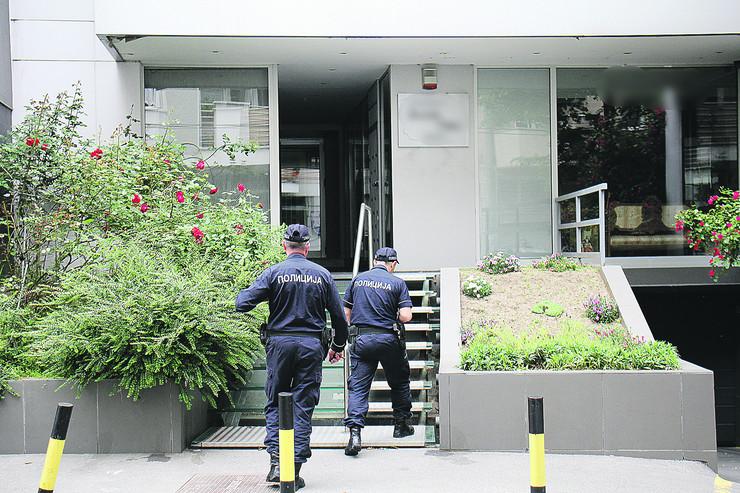 Policija u zgradi