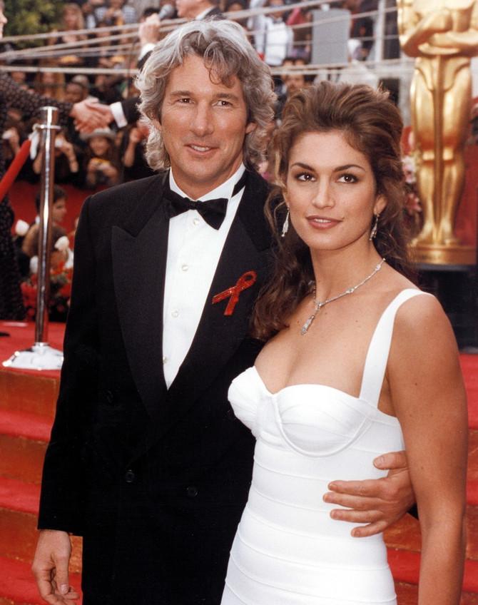 Sindi se sa Girom prvi put pojaivla na Oskaru, bilo je to 1993. godine