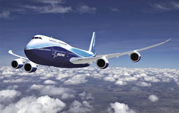 2. Boeing 747- 8 Intercontinental jest najdłuższym samolotem pasażerskim - mierzy aż 76,3 m., zaś rozpiętość jego skrzydeł to 68,5 m. Może zabrać na pokład do 581 pasażerów. Jego wersja towarowa może przetransportować ładunek o wadze do 140 000 kg na odległość do 8130 km i jest najbardziej ekonomicznym samolotem towarowym na świecie.