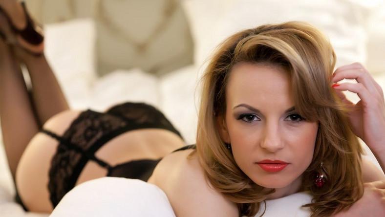 """Sondaż """"Trojan Charged Sex Life"""" wykazał, że choć Amerykanie uprawiają seks częściej niż w minionych latach (średnio 3 razy w tygodniu), to ich satysfakcja z seksu wciąż się zmniejsza."""