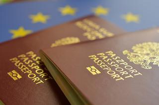 Planujesz wakacje? Sprawdź, jak wyrobić paszport w 2017