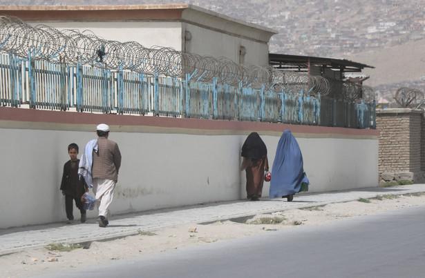 Zajęcia w afgańskich szkołach zostały wstrzymane w połowie sierpnia po powrocie talibów do władzy i upadku prozachodniego rządu.