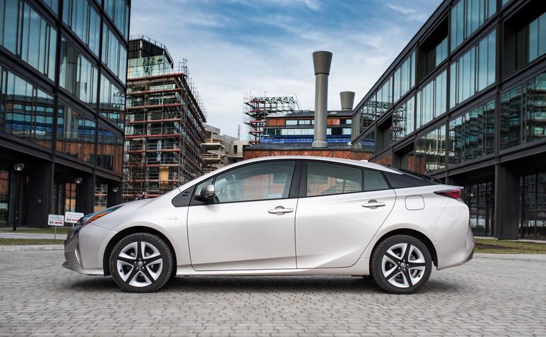 Toyota Prius IV. Z nieoficjalnych danych japońskiej marki wynika, że awaryjność jej hybryd spalinowo-elektrycznych jest mniejsza niż 1 proc.