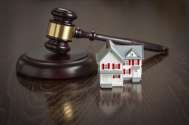 Syndyk ogłosił przetarg na sprzedaż nieruchomości, z wyłączeniem mieszkań zajętych przez nabywców, którzy za nie zapłacili