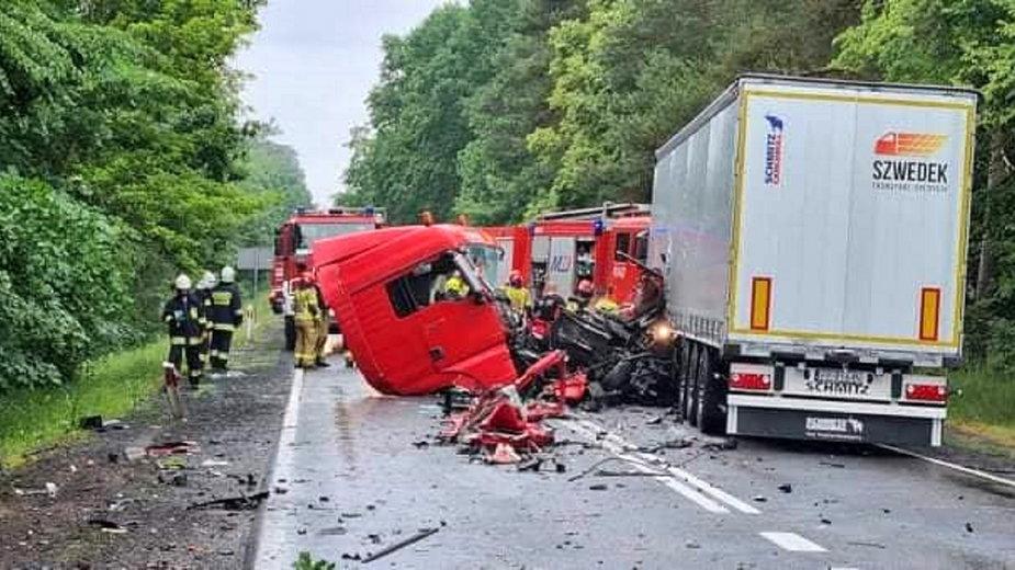 Wypadek dwóch ciężarówek