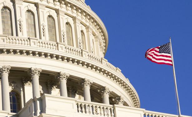 Grupa 59. amerykańskich senatorów, czyli więcej niż połowa Senatu, wyższej izby Kongresu, w liście wystosowanym do premiera Mateusza Morawieckiego zaapelowała o przyjęcie ustawy reprywatyzacyjnej, sprawiedliwej wobec polskich Żydów, którzy przeżyli Holokaust i ich rodzin.