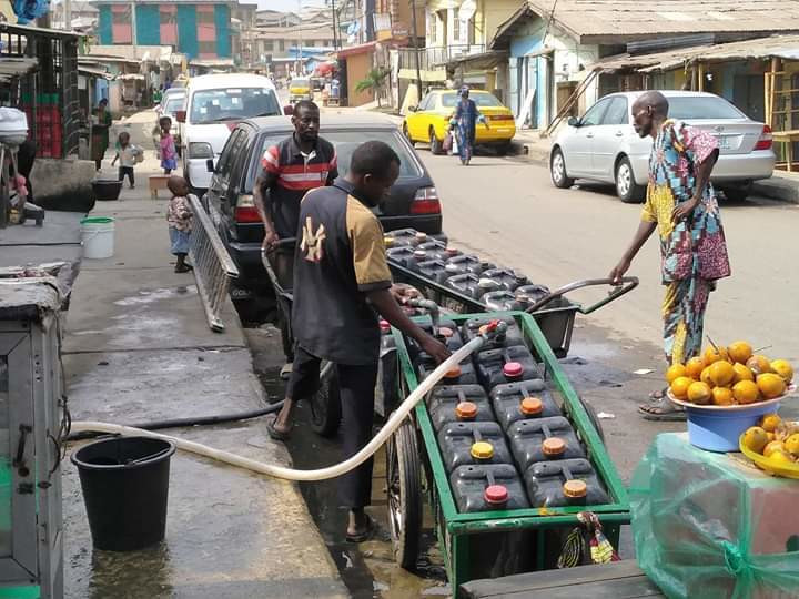 Some police officers patronise water fetchers because no source of water can be found in their barracks. (Kosofe Post)