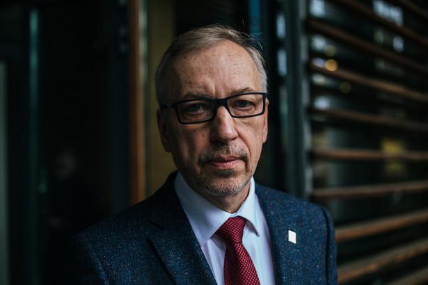 Potwierdzam złożenie stosownych dokumentów wraz ze zgodą na kandydowanie w wyborach na przewodniczącego Platformy Obywatelskiej - napisał senator Bogdan Zdrojewski