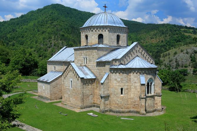 Gradnju Manastira Gradac zajedno su počeli kralj Uroš I i kraljica Jelena, a ona ju je sama završila 1282. godine