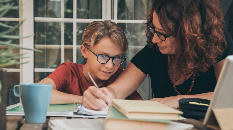 Zdalne nauczanie w klasach 1-3. Rodzice muszą wybierać pomiędzy dziećmi a pracą