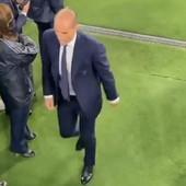 Opšte rasulo u Juventusu! Posle katastrofalnog starta, kamere uhvatile besnog Alegrija KOJI JE VREĐAO SVOJE IGRAČE - nije znao da ga snimaju! /VIDEO/