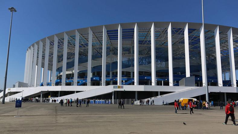 Стадион «Стрелка» в Нижнем Новгороде, построенный на слиянии улиц Волги и Оки, входит в число двенадцати арен чемпионата мира по футболу. По предположению архитекторов, его форма и цвета должны напоминать водоворот.