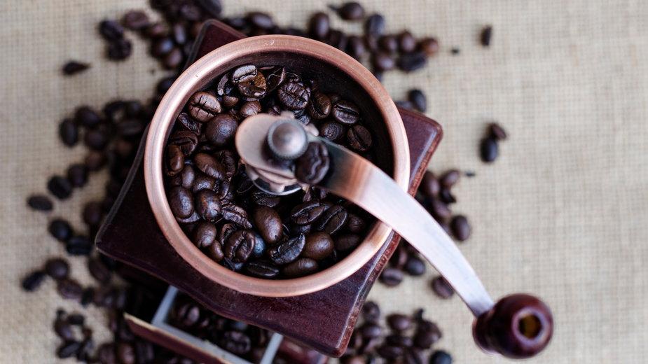 Młynek do kawy – obowiązkowy gadżet dla kawosza