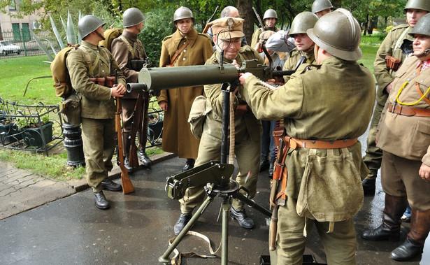 """Polskie wojsko - grupa rekonstrukcyjna. """"W razie wojny Polska byłaby w stanie bronić się nie dłużej niż tydzień"""""""