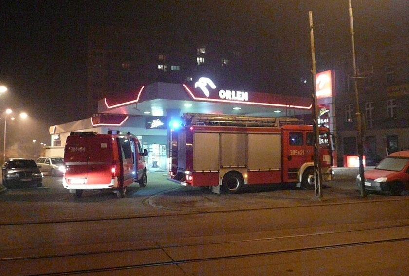 straż pożarna na stacji benzynowej