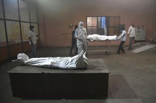 Już ponad 25 mln zakażeń koronawirusem w Indiach. Rekordowa dzienna liczba zgonów