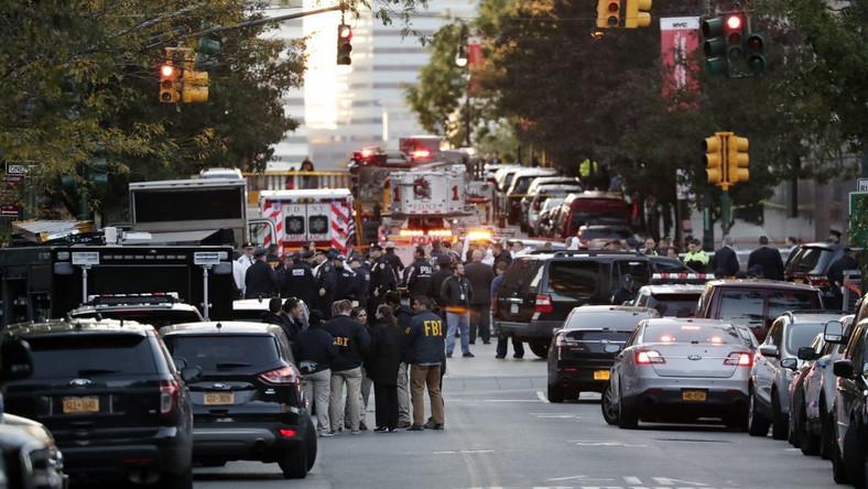 Służby na miejscu ataku w Nowym Jorku