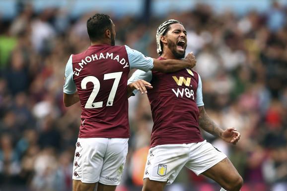 Elmuhamadi i Daglas Luiz proslavljaju pogodak