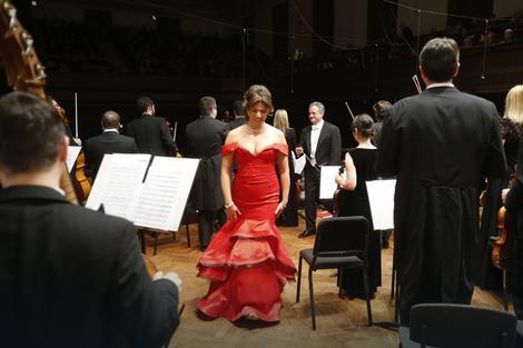Bekstejdž: Milijana nakon nastupa sa Beogradskom filharmonijom pod upravom Fabrisa Bolona 23 decembra