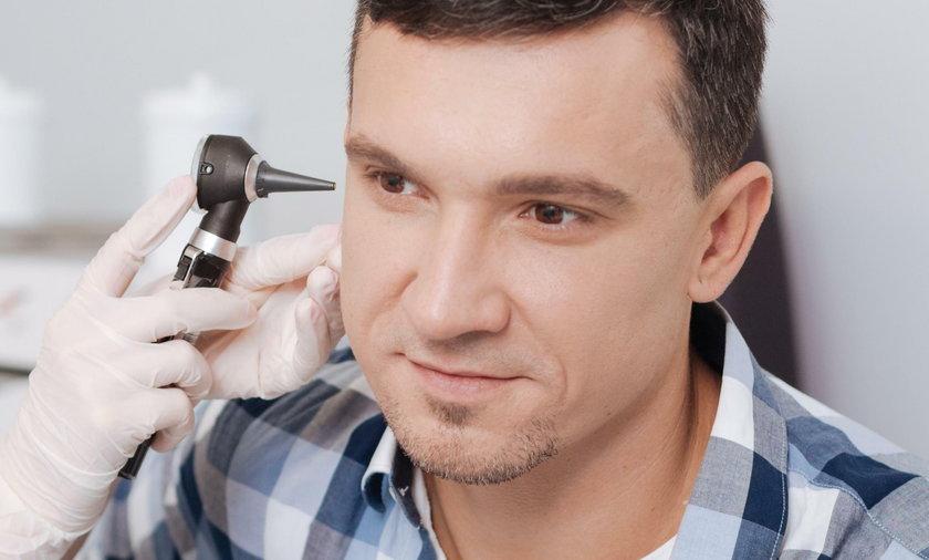 W uchu pacjenta tkwiły 22 filtry do aparatu słuchowego