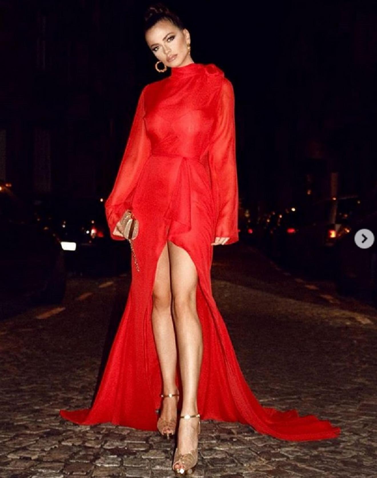 Izazovna crvena haljina