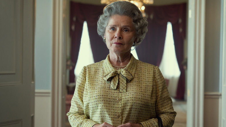 """Imelda Staunton jako królowa Elżbieta II w """"The Crown"""""""